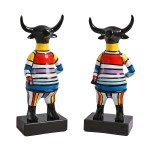 set-de-2-sculptures-design-taureau-en-resine-multicolore