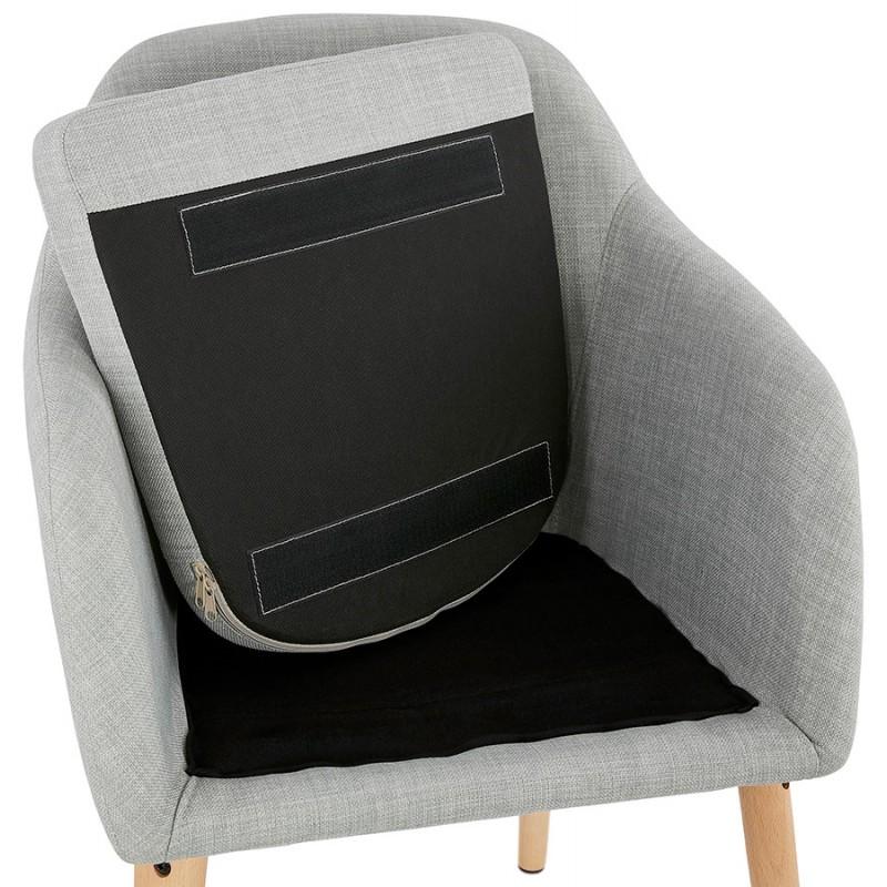 Silla escandinava con brazos anabelle en tela gris claro for Silla escandinava