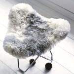 Piedini in pelle di pecora, peli corti FLYING GOOSE ISLANDA piede cromato (bianco, grigio)